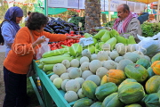 BAHRAIN, Noor El Ain, Garden Bazaar, Farmers Market, shopper at vegetable stall, BHR1795JPL