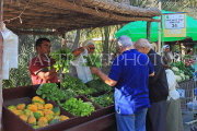 BAHRAIN, Noor El Ain, Garden Bazaar, Farmers Market, shoppers at vegetable stall, BHR1162JPL