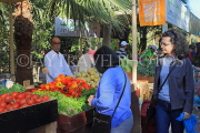 BAHRAIN, Noor El Ain, Garden Bazaar, Farmers Market, shoppers at vegetable stall, BHR1171JPL