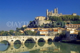 FRANCE, Languedoc-Roussillon, BEZIERS, town cathedral and bridge, FRA2056JPL