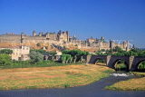 FRANCE, Languedoc-Roussillon, CARCASSONNE, stone bridge over River Aude, old city walls, FRA980JPL