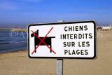 FRANCE, Languedoc-Roussillon, LA GRANDE MOTTE, no dogs on beach sign, FRA566JPL
