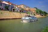 FRANCE, Languedoc-Roussillon, Paraza village and Canal Du Midi with boat cruising, FRA995JPL