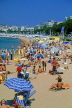 FRANCE, Provence, Cote d'Azure, CANNES, Beach and sunbathers, FRA425JPL