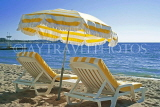 FRANCE, Provence, Cote d'Azure, CANNES, beach with sunbeds and parasols, FRA2135JPL