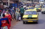 GAMBIA, Serekunda town, crowded street and taxis, GAM966JPL