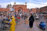 INDIA, Rajasthan, JAIPUR, street scene with tricycle taxis, IND926JPL