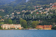 ITALY, Lombardy, LAKE COMO, lakeside scenery, Villa d'Este, and hillside houses, ITL2326JPL