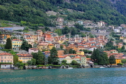 ITALY, Lombardy, LAKE COMO, lakeside scenery, and hillside houses, ITL2298JPL