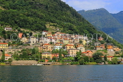 ITALY, Lombardy, LAKE COMO, lakeside scenery, and hillside houses, ITL2302JPL