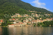 ITALY, Lombardy, LAKE COMO, lakeside scenery, and hillside houses, ITL2304JPL