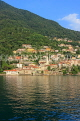 ITALY, Lombardy, LAKE COMO, lakeside scenery, and hillside houses, ITL2305JPL