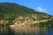 ITALY, Lombardy, LAKE COMO, lakeside scenery, and hillside houses, ITL2307JPL