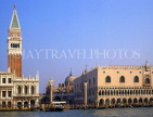 Italy, VENICE, St Mark's Square, Doge's Palace (right) and Campanile, ITL1705JPL