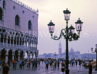 Italy, VENICE, St Mark's Square, Doge's Palace and street lamp, early morning, ITL1783JPL