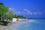 MALDIVE ISLANDS, holidaymakers onbeach and seascape, MAL658JPL