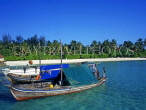 MALDIVE ISLANDS, island and Dhonis (traditional fishing boats), MAL506JPL