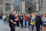 SCOTLAND, Edinburgh, visitors on free walking tour with guide, SCO951JPL