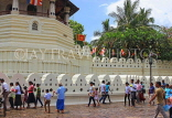 SRI LANKA, Kandy, Temple of the Tooth (Dalada Maligawa), worshippers arrving, SLK3327JPL