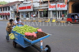 SRI LANKA, Kandy, town centre, vendors pushing fruit barrow, SLK3908JPL