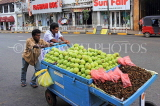 SRI LANKA, Kandy, town centre, vendors pushing fruit barrow, SLK3909JPL