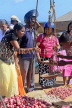 SRI LANKA, Negombo, market, fruit and vegetable market, vendor and shoppers, SLK6195JPL