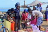 SRI LANKA, Negombo, market, fruit and vegetable market, vendor and shoppers, SLK6196JPL
