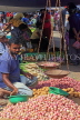 SRI LANKA, Negombo, market, fruit and vegetable market, vendor with scales, SLK6178JPL