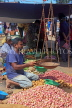SRI LANKA, Negombo, market, fruit and vegetable market, vendor with scales, SLK6179JPL