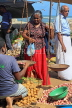 SRI LANKA, Negombo, market, fruit and vegetable market, vendor with scales, SLK6181JPL