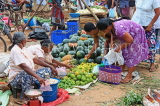 SRI LANKA, Negombo, market, fruit and vegetable market, vendors and shoppers, SLK2660JPL