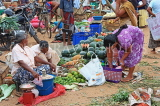 SRI LANKA, Negombo, market, fruit and vegetable market, vendors and shoppers, SLK2661JPL