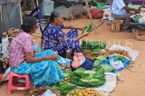 SRI LANKA, Negombo, market, vendors selling Betel leaves and tobacco, SLK2665JPL