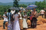 SRI LANKA, Pinnewala Elephant Orphanage, visitors at site, SLK2391JPL