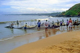 SRI LANKA, south coast, Ambalangoda, fishermen hauling in nets, SLK1703JPL