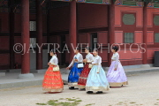 South Korea, SEOUL, Gyeongbokgung Palace, visitors in Hanbok attire, SK351JPL