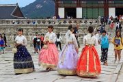 South Korea, SEOUL, Gyeongbokgung Palace, visitors in Hanbok attire, SK352JPL