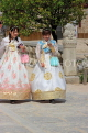 South Korea, SEOUL, Gyeongbokgung Palace, visitors in Hanbok attire, SK376JPL