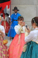 South Korea, SEOUL, Gyeongbokgung Palace, visitors in Hanbok attire, SK426JPL