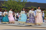 South Korea, SEOUL, Gyeongbokgung Palace, visitors in traditional Hanbok attire, SK461JPL