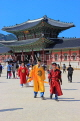 South Korea, SEOUL, Gyeongbokgung Palace, visitors in traditional Hanbok attire, SK465JPL