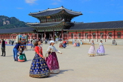 South Korea, SEOUL, Gyeongbokgung Palace, visitors in traditional Hanbok attire, SK466JPL