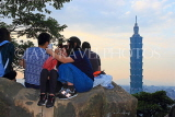 Taiwan, TAIPEI, Elephant Mountain, visitors viewing Taipei 101 from peak, at dusk, TAW449JPL