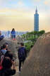 Taiwan, TAIPEI, Elephant Mountain, visitors viewing Taipei 101 from peak, at dusk, TAW451JPL
