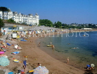 UK, Devon, TORQUAY, Corbyn Sands, beach huts and holidaymakers, DEV311JPL