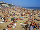 UK, Dorset, BOURNEMOUTH, beach crowded with sunbathers, DOR713JPL