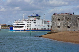 UK, Hampshire, PORTSMOUTH, ferry enterting by old city walls, UK6563JPL