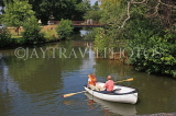 UK, Kent, TONBRIDGE, couple boating on River Medway, UK13226JPL