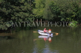 UK, Kent, TONBRIDGE, couple boating on River Medway, UK13227JPL