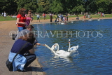 UK, LONDON, Kensington Gardens, Round Pond, people feeding the swans, UK10009JPL